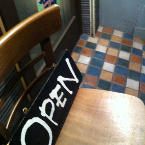 最近は、ミトラタカセのテーブル・椅子などリニューアルしました!も しこんな風にしたら雰囲気よくなるのでは!!などあれば皆様教えて下さい !